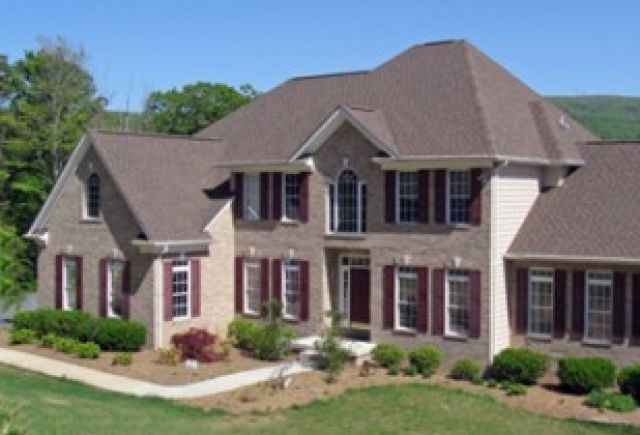 A nicely done estate, with a weatherwood shingle color here